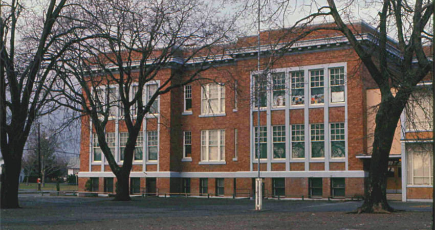 Oaklands Elemtary School: Click to enlarge